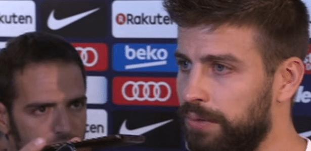 O zagueiro Piqué chora ao falar sobre Catalunha e seleção espanhola