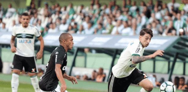 Rildo disputa bola em Coritiba e Ponte Preta pelo Campeonato Brasileiro - Divulgação/Coritiba - Divulgação/Coritiba