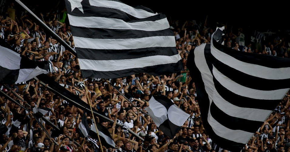 Torcida do Botafogo no Engenhão durante partida contra o Cruzeiro