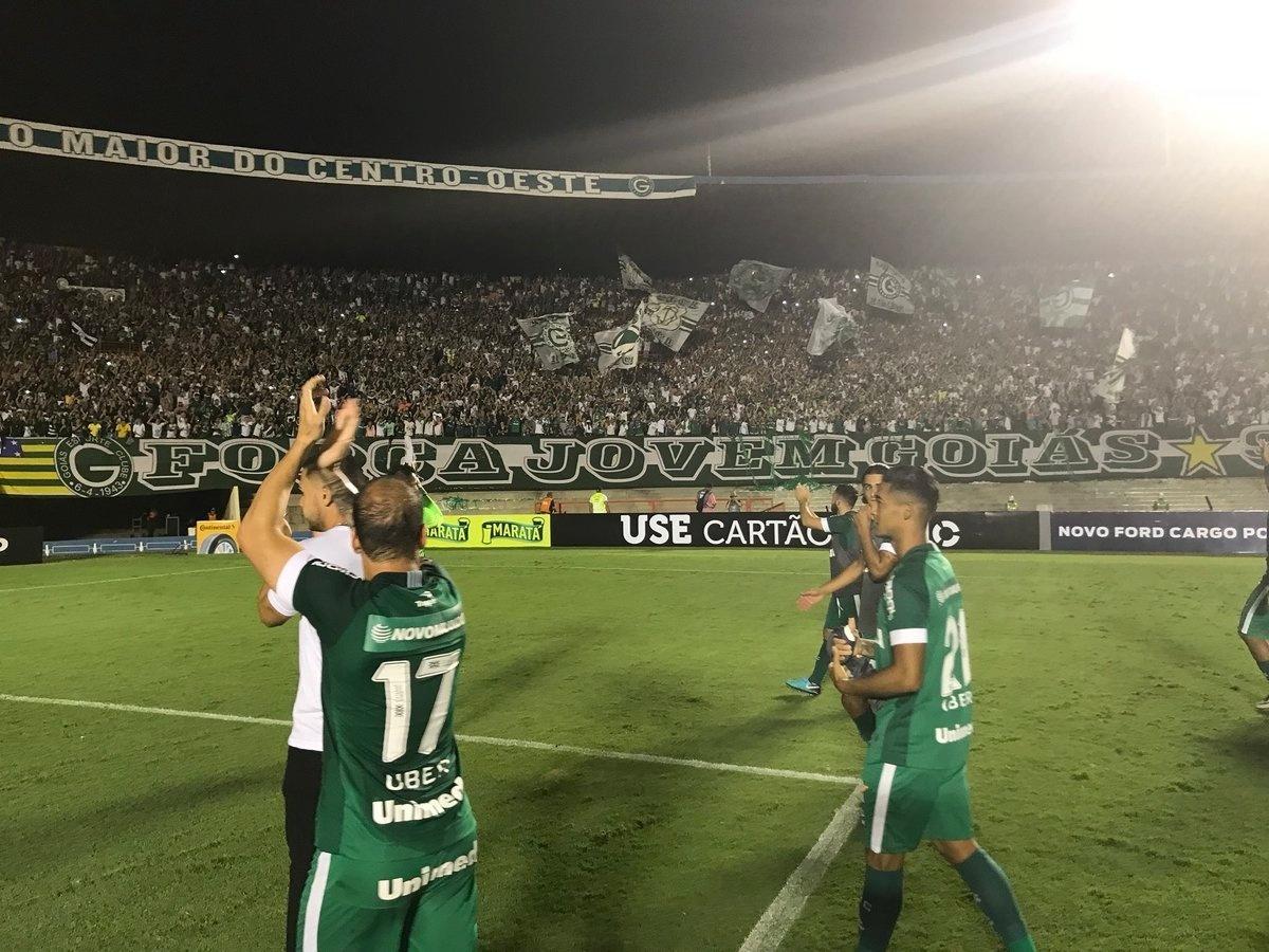 Goiás comemora vitória sobre o Avaí