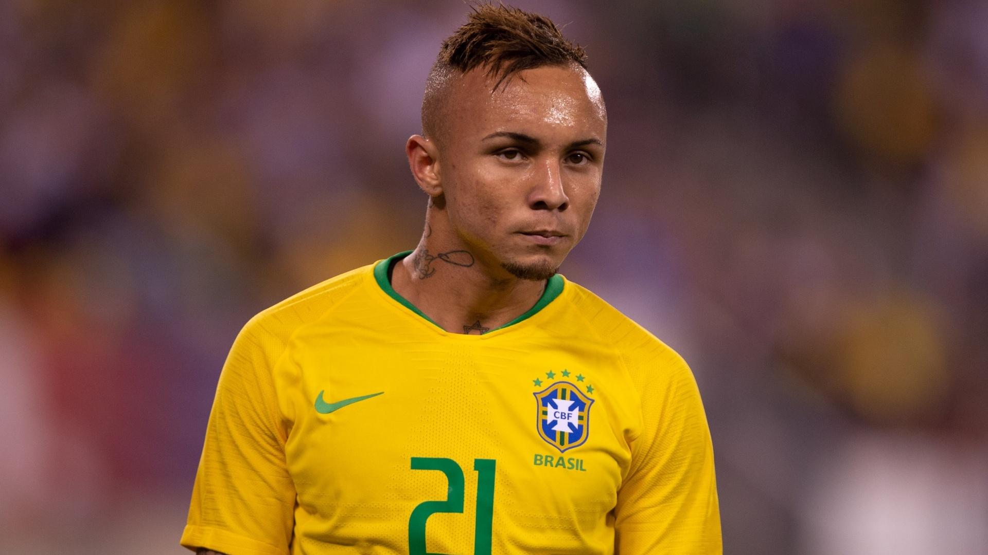 Everton entrou no lugar de Neymar no amistoso da seleção brasileira