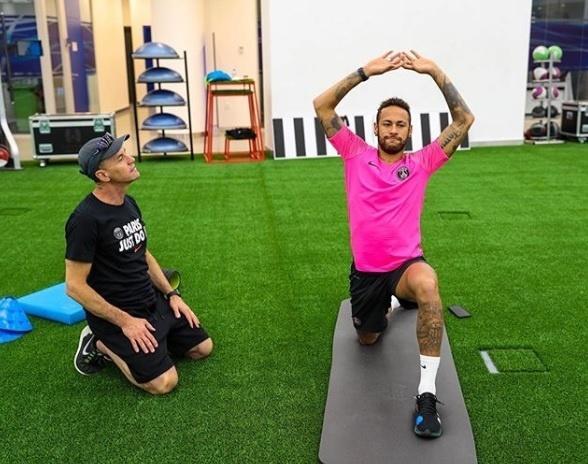 Neymar segue com tratamento em Doha, no Qatar