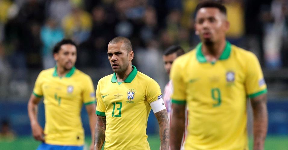 Marquinhos, Dani Alves e Gabriel Jesus no jogo Brasil x Paraguai pela Copa América