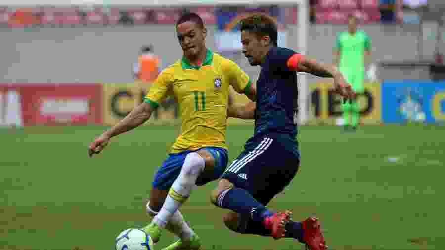 Antony, durante partida da seleção brasileira sub-23 contra o Japão - Itawi Albuquerque/AGIF