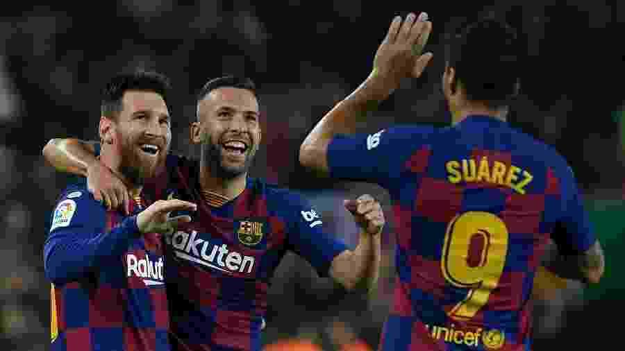 Messi comemora com Alba e Suárez após marcar pelo Barcelona - LLUIS GENE / AFP