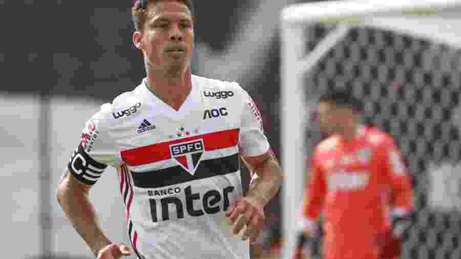 Hernanes durante partida do São Paulo - Marcello Zambrana/AGIF