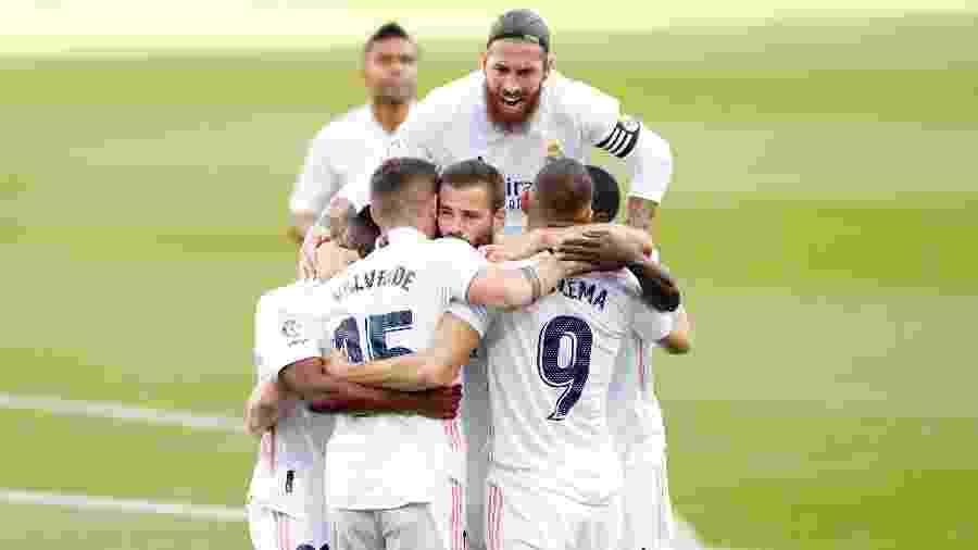24.out.2020 - Jogadores do Real Madrid comemoram gol na vitória sobre o Barcelona, no Cam Nou - Antonio Villalba/Real Madrid