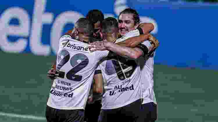 Vina comemora um de seus gols na goleada do Ceará sobre o Goiás - Heber Gomes/AGIF - Heber Gomes/AGIF