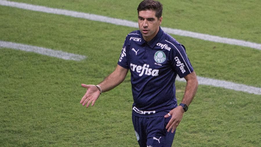 Abel Ferreira durante a partida entre Coritiba e Palmeiras - Robson Mafra/AGIF