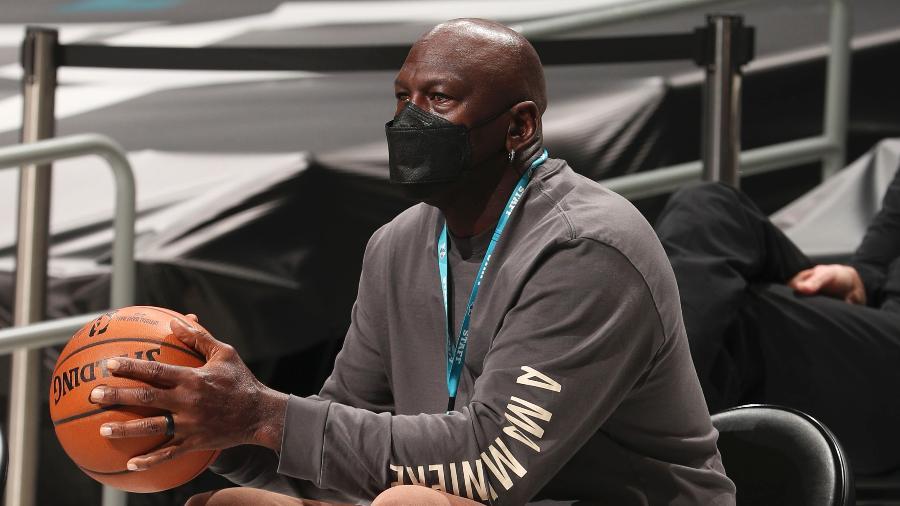 Michael Jordan, durante partida da NBA entre Charlotte Hornets e Detroit Pistons - Kent Smith/NBAE via Getty Images