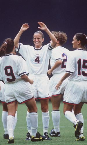Carla Overback, jogadora da seleção dos Estados Unidos, em 1995