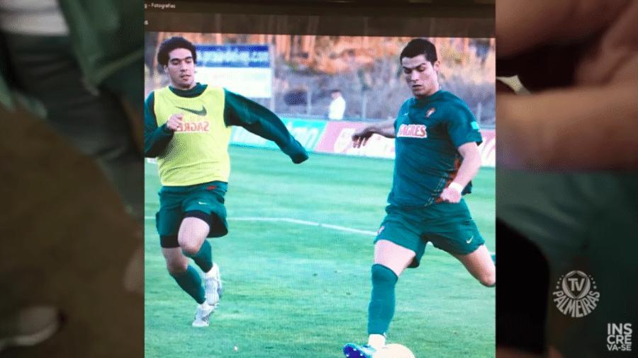 Abel Ferreira mostra foto ao lado de Cristiano Ronaldo em treino da seleção portuguesa - Reprodução/Youtube