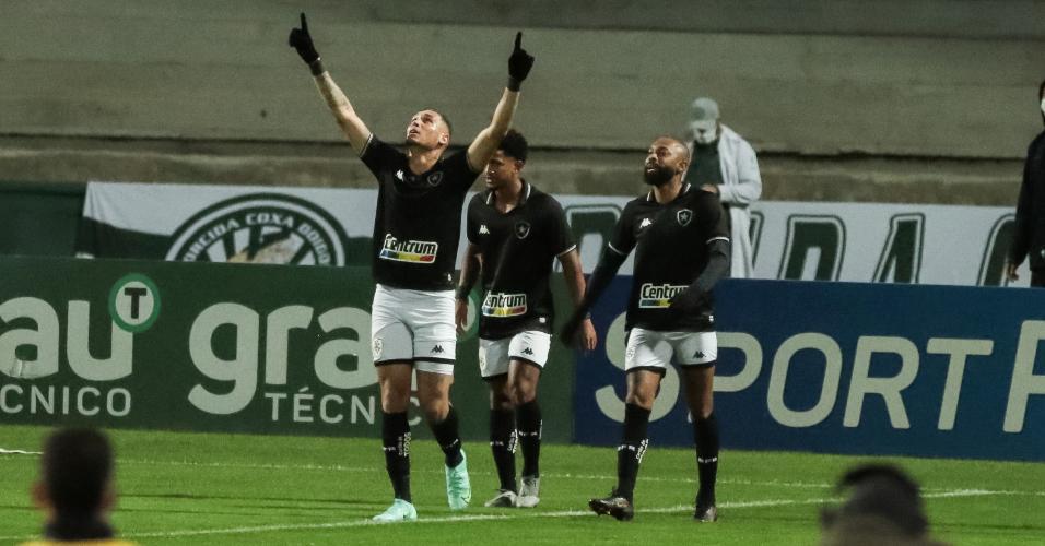 Rafael Navarro comemora gol pelo Botafogo diante do Coritiba, pela 21ª rodada da Série B de 2021