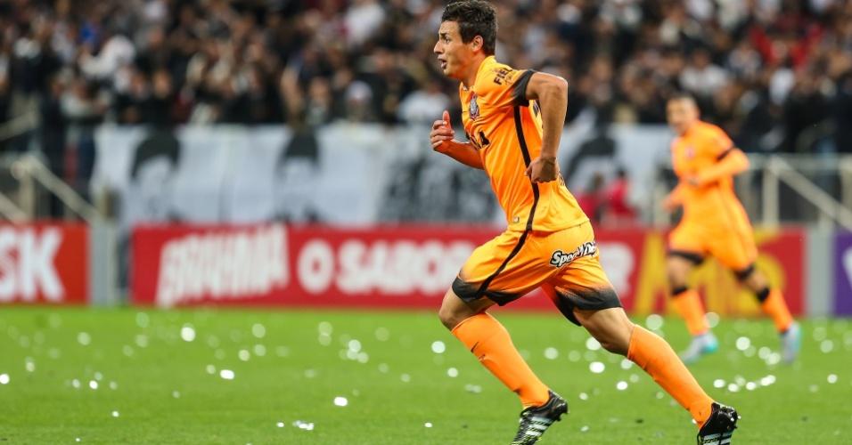 Marciel celebra após abrir o placar para o Corinthians contra o Fluminense