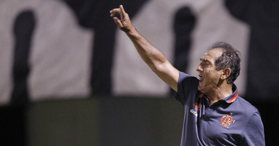 Muricy Ramalho orienta o time do Flamengo durante empate por 1 a 1 com o Boavista