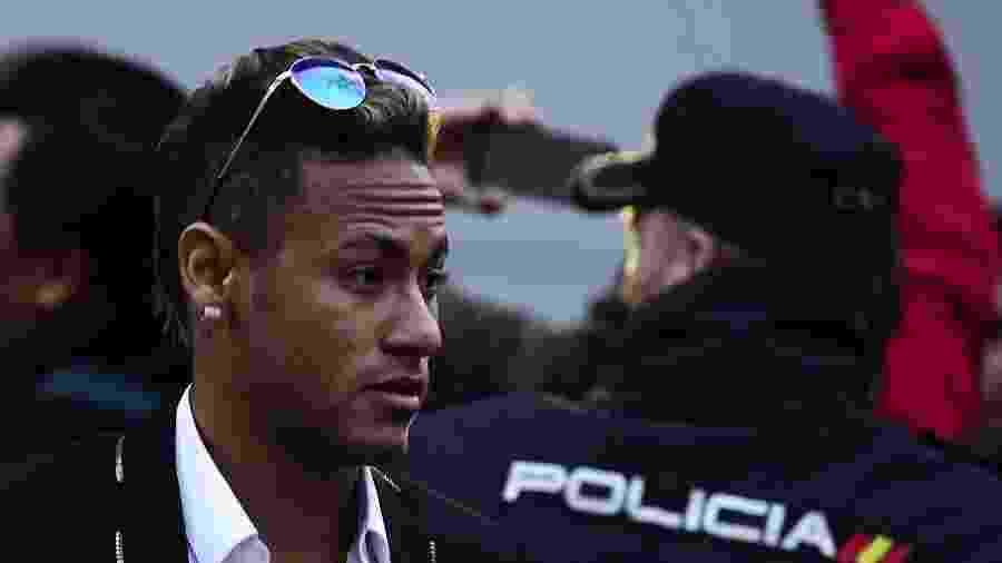 Neymar deixa o Tribunal da Espanha, onde prestou depoimento à justiça espanhola sobre transferência ao Barça  - AFP PHOTO/ JAVIER SORIANO