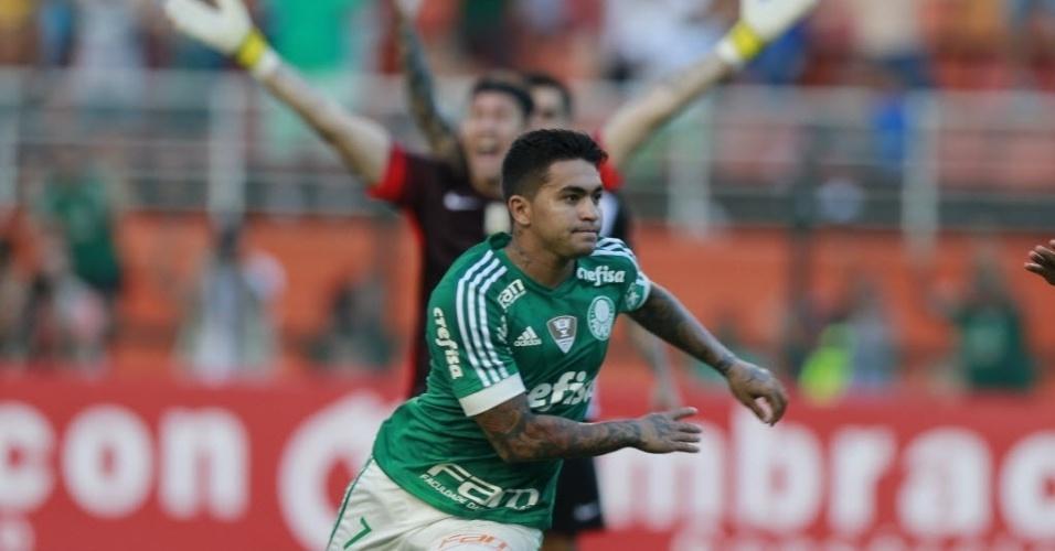 03.abril.2016 - Dudu comemora gol da vitória do Palmeiras em clássico contra o Corinthians no Pacaembu
