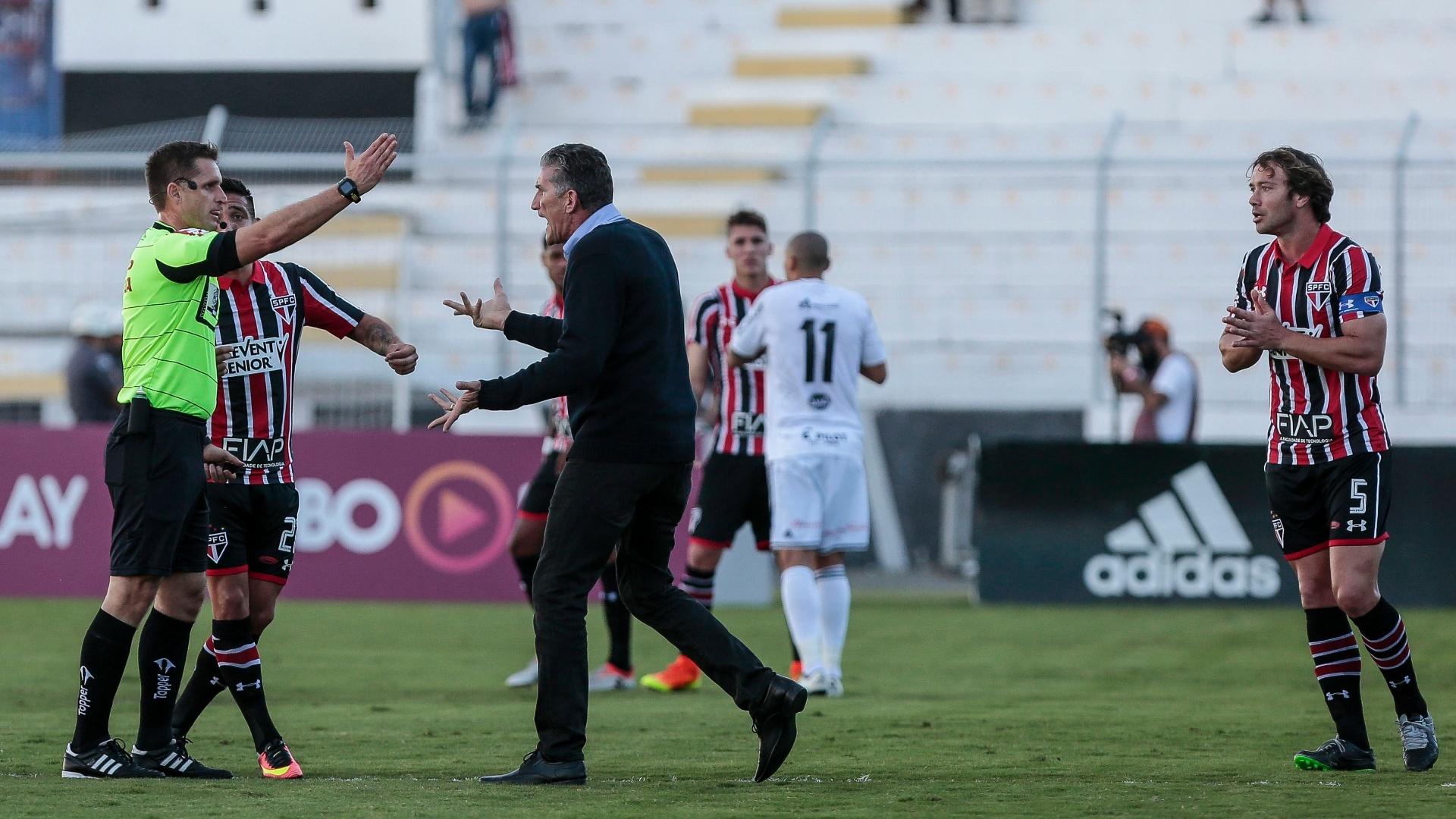 Edgardo Bauza foi expulso pelo árbitro Vinicius Furlan
