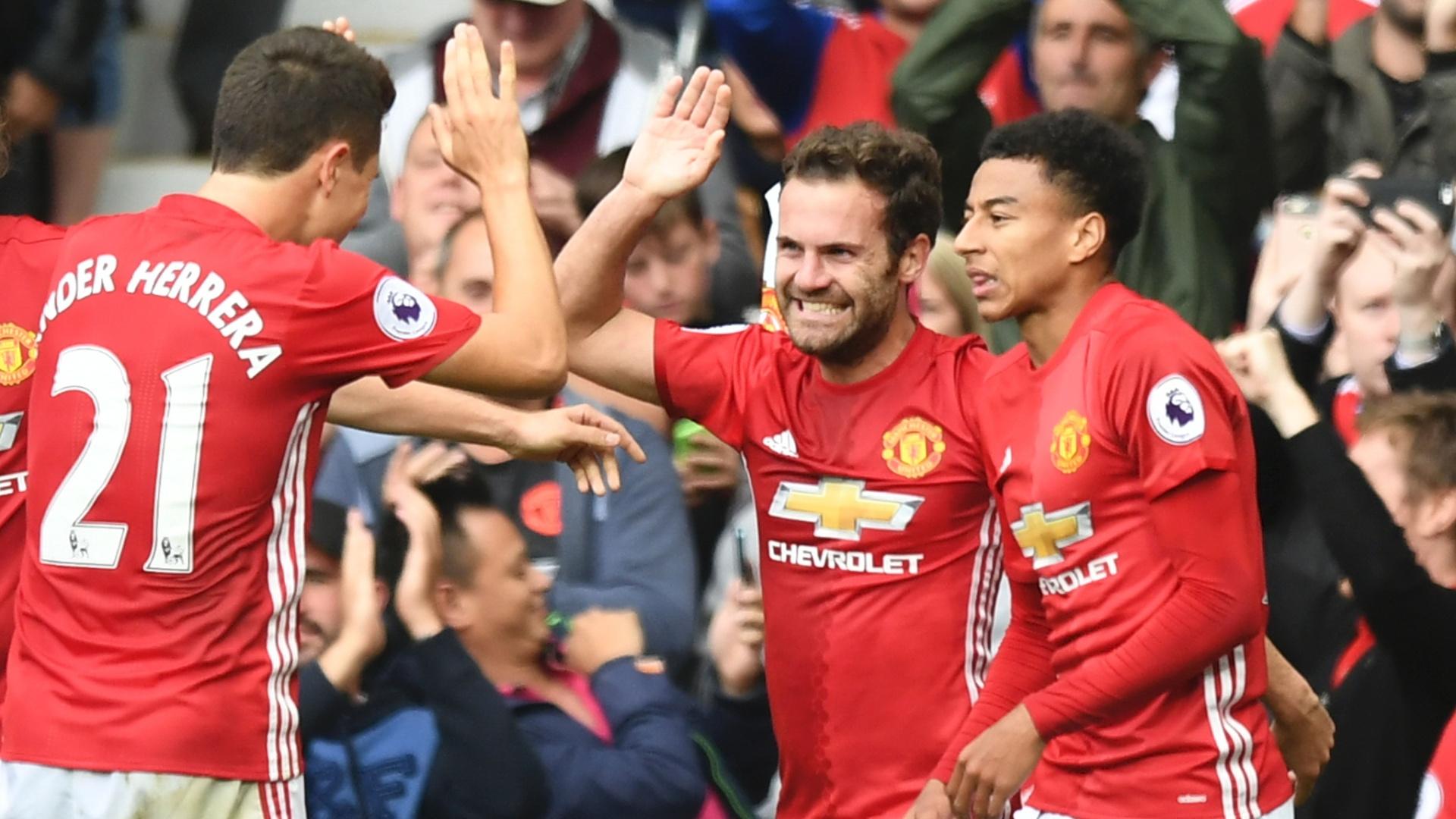 Mata, Lingard e Herrera comemoram gol do United
