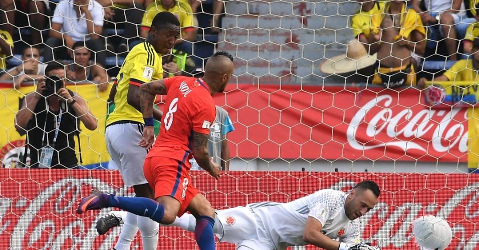 Ospina, da Colômbia, faz a defesa no duelo contra o Chile