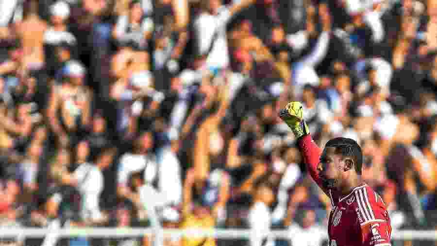Goleiro Aranha comemora gol marcado pela Ponte Preta contra o Palmeiras em Campinas - Ale Cabral/AGIF