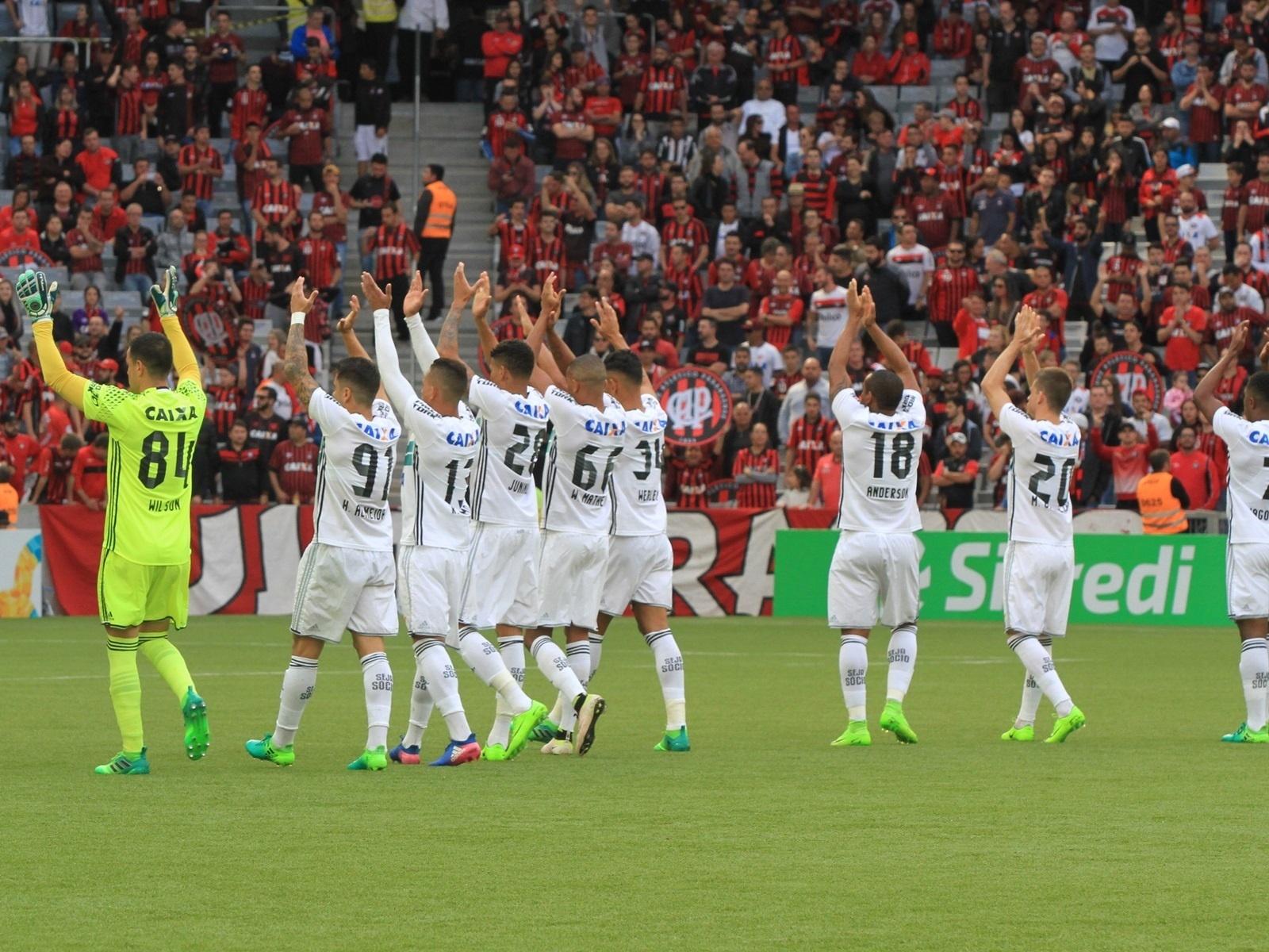 Jogadores do Coritiba comemoram vitória sobre o Atlético-PR