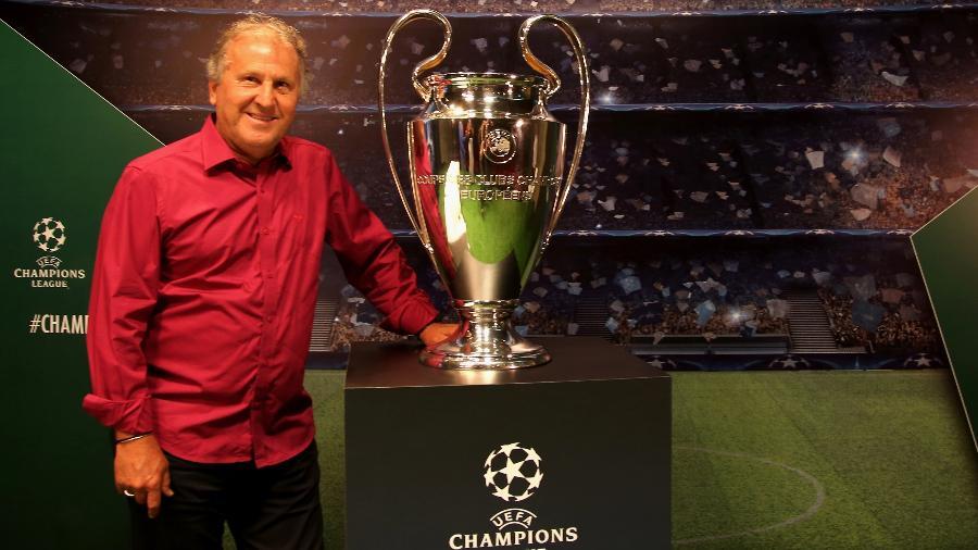 Zico com o troféu da Liga dos Campeões - Friedemann Vogel/Getty Images