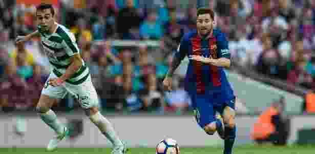 Messi conduz a bola em jogo entre Barcelona e Eibar - Divulgação/Twitter oficial do Barcelona - Divulgação/Twitter oficial do Barcelona