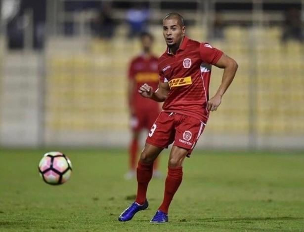 Felipinho, ex-jogador do Internacional, em ação pelo Al Muharraq, do Bahrein