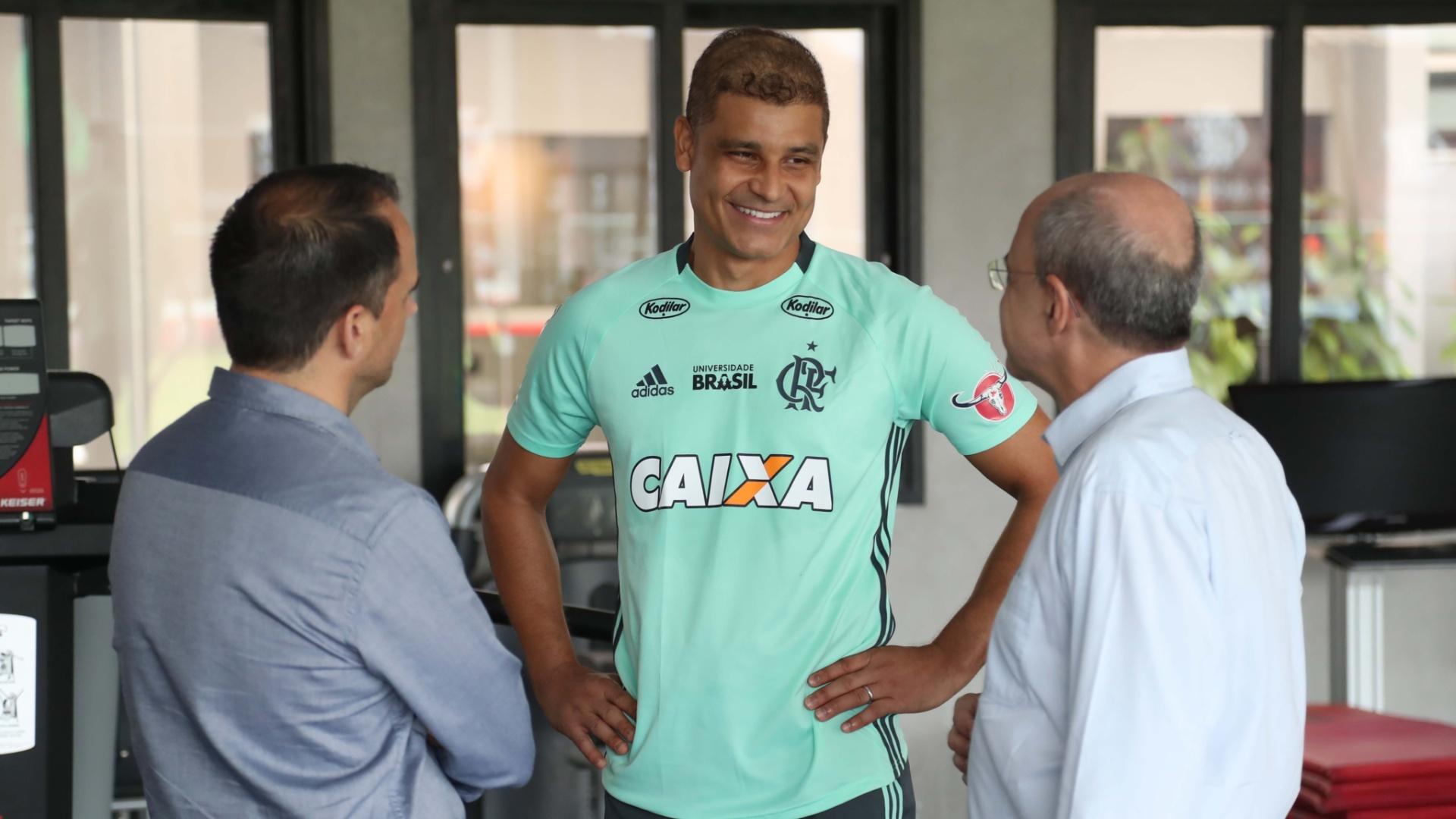 Ederson permanecerá no Flamengo em 2018 após longa batalha contra o câncer no testículo