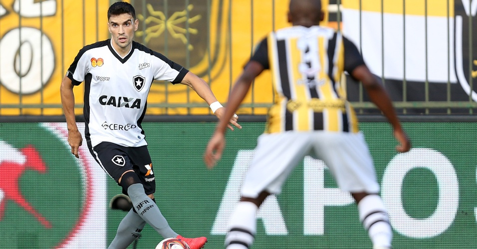 Rodrigo Pimpão em lance da partida entre Volta Redonda e Botafogo