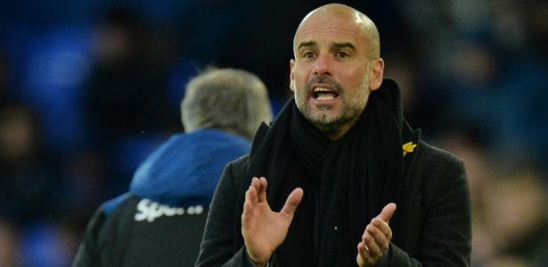 O técnico Pep Guardiola durante jogo entre City e Everton - Peter Powell/Reuters