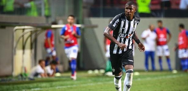 Emerson estreou pelo Atlético-MG contra o Cruzeiro e foi elogiado pelo treinador