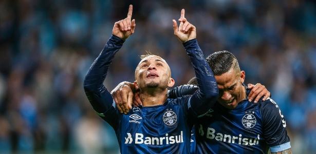 Meia-atacante ficou fora da viagem a Buenos Aires, mas ficará à disposição na terça-feira - Lucas Uebel/Grêmio
