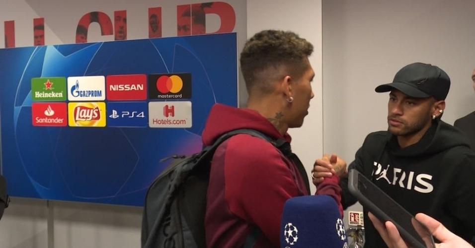 Roberto Firmino e Neymar se encontram nos corredores do Anfield após jogo da Champions