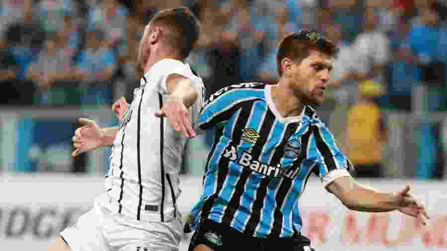 Kannemann, do Grêmio, quer melhor time contra o Internacional no domingo - Silvio Avila/EFE