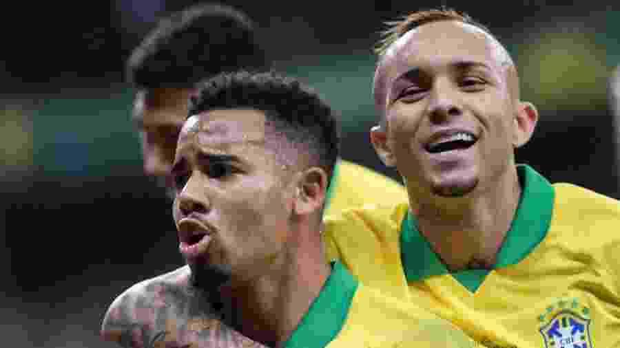 Gabriel Jesus e Everton Cebolinha comemoram gol no jogo Brasil x Argentina - REUTERS/Washington Alves