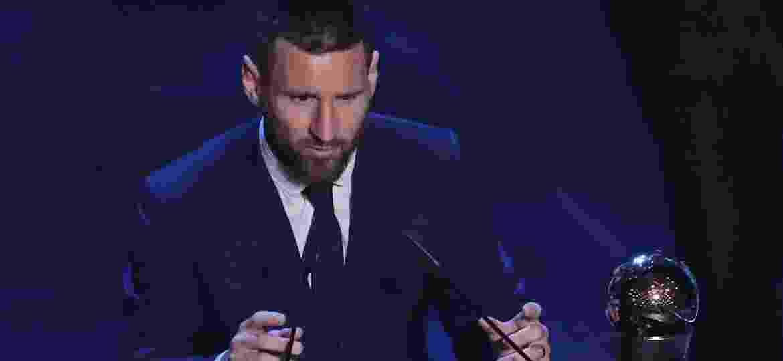 Lionel Messi discursa após receber o prêmio de melhor jogador do mundo da Fifa - Emilio Andreoli/Getty Images