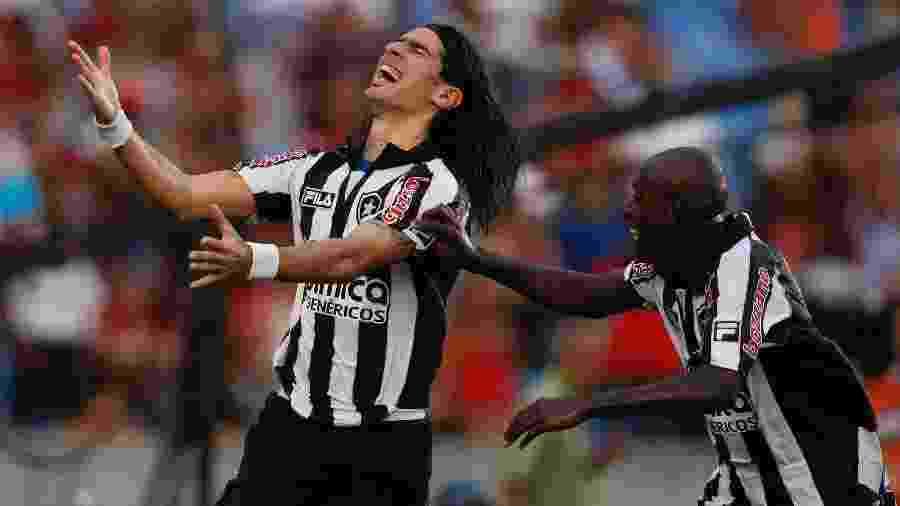 Loco Abreu, do Botafogo, comemora gol sobre o Flamengo na final da Taça Guanabara de 2010 - Fernando Soutello/AGIF