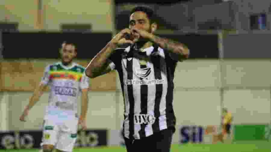 Leandro Carvalho comemora o primeiro gol do Ceará sobre o Brusque-SC - Israel Simonton / Ceará SC