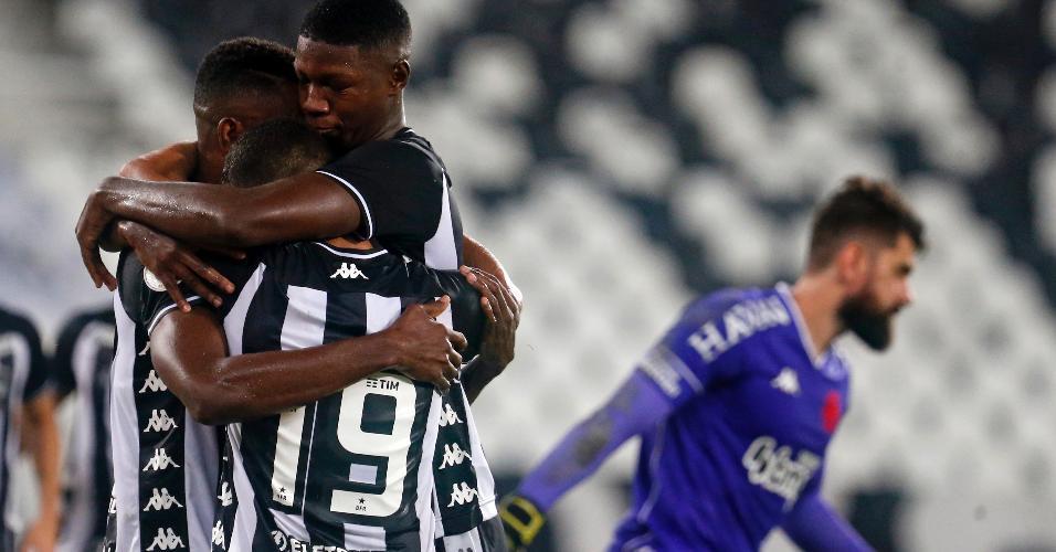 Matheus Babi comemora seu gol na partida do Botafogo contra o Vasco, pela Copa do Brasil