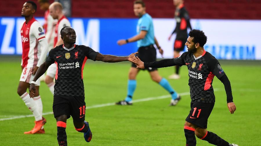 Sadio Mane e Salah comemoram gol do Liverpool contra o Ajax na Liga dos Campeões - Liverpool FC via Getty Images