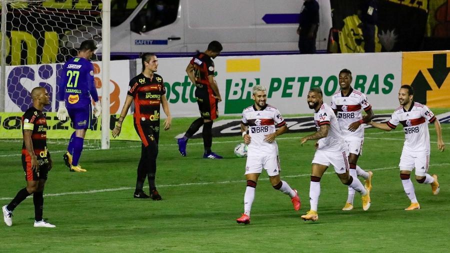 Gabigol comemora gol do Flamengo sobre o Sport em partida do Brasileirão 2020 - Rafael Vieira/AGIF