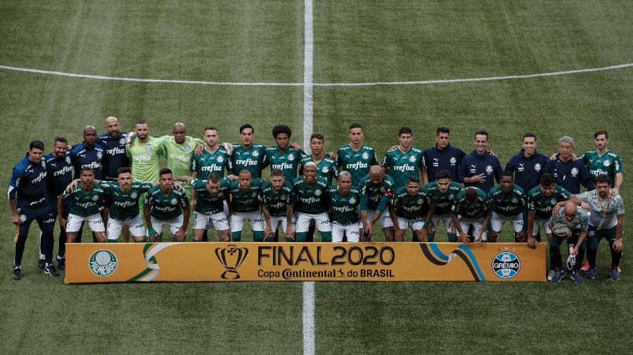 Time do Palmeiras posando para fotos antes da final diante do Grêmio - Ettore Chiereguini/AGIF