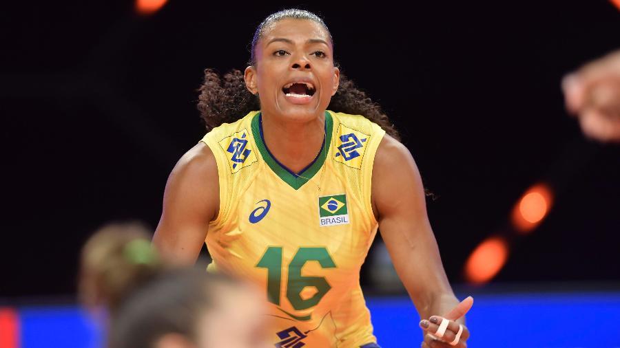 Fernanda Garay foi um dos destaques do Brasil na vitória sobre o Canadá - Divulgação/FIVB
