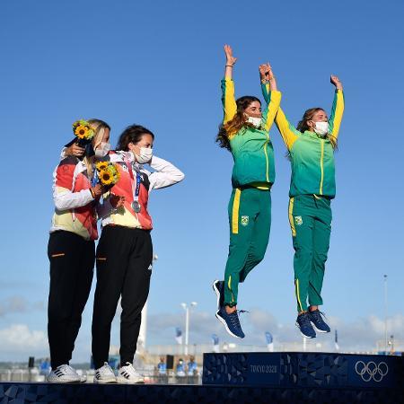 Martine Grael e Kahena Kunze no pódio olímpico da vela - Huang Zongzhi/Xinhua
