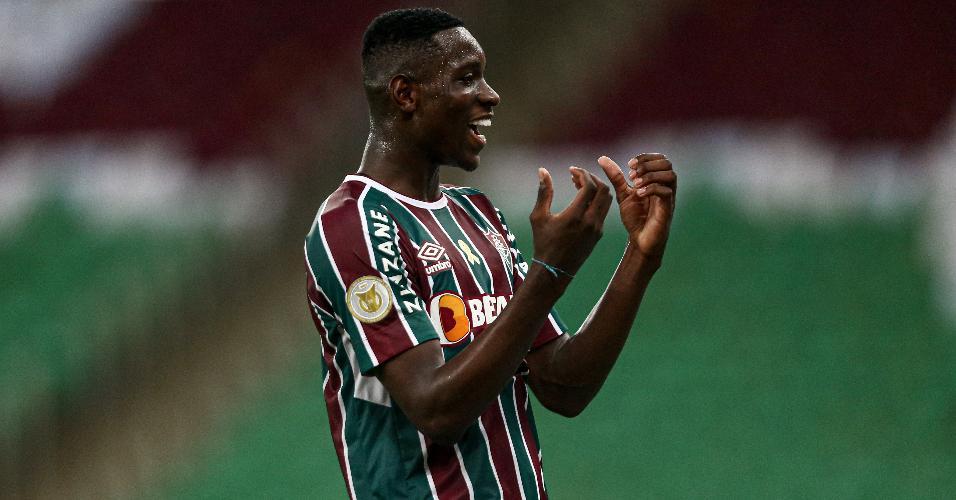 Luiz Henrique comemora gol contra o São Paulo