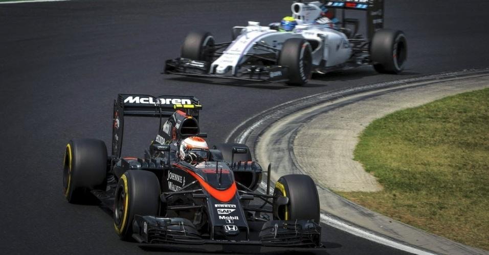 Jenson Button, da McLaren, e Felipe Massa participam de sessão de treino neste sábado, na Hungria
