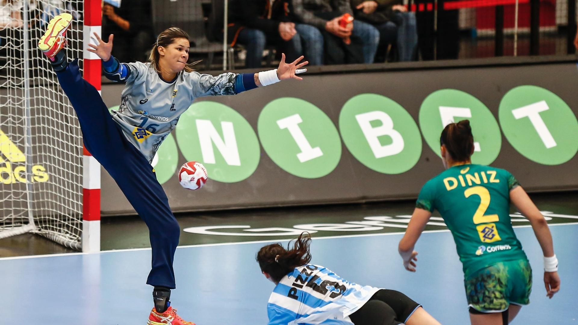 Mayysa evita gol da Argentina na vitória da seleção brasileira sobre a  Argentina c3bf52e34e318
