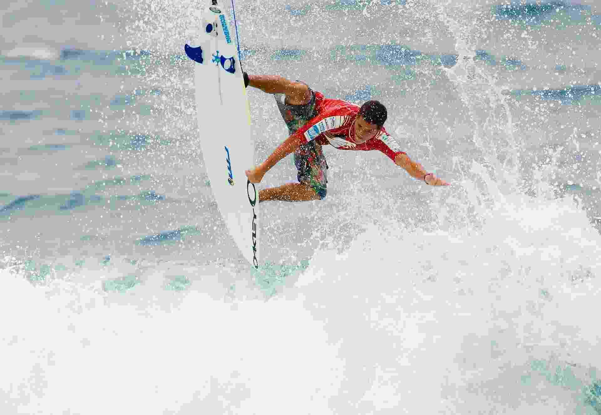 Adriano de Souza em ação em 2005, na Austrália, quando era campeão mundial da categoria junior de surfe. - Karen Wilson/Tostee.com via Getty Images